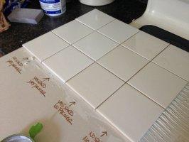 Białe płytki ceramiczne