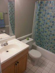 łazienka z toaletą